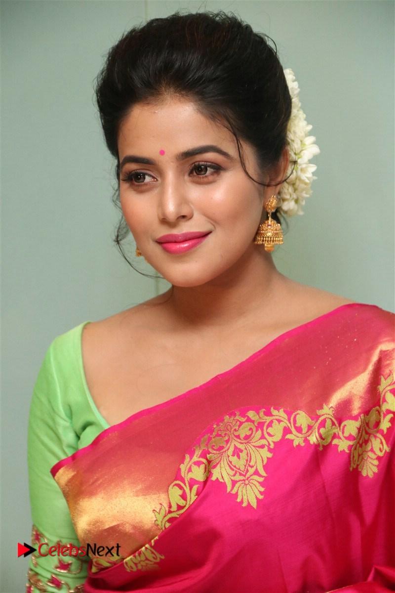 Poorna Stunning in Mesmerizing Kanchivaram saree Green Wide front Blouse at Savarakkathi Tamil Movie