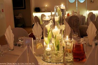 dekoracja weselna z pływającymi świeczkami w vivat mierzyn
