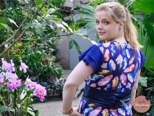 Kleid mit Flügelärmeln aus Chiffon.