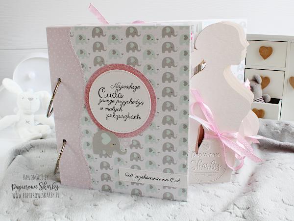 Album z sylwetką kobiety w ciąży miętowo różowy