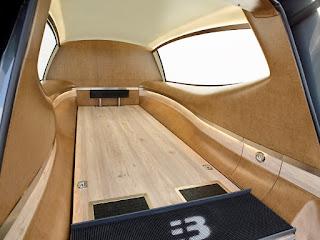 Matériel intérieur de la Tesla S Mercedes Benz