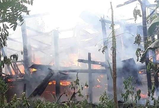 FOTO: Satu Unit Rumah di Sangalla Habis Terbakar