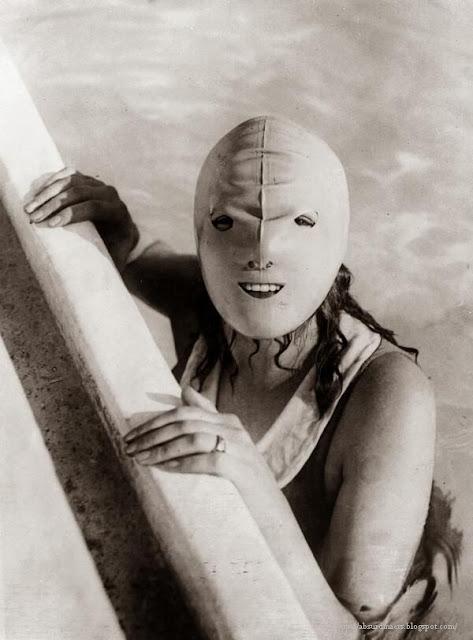 Full face swimming mask, 1928