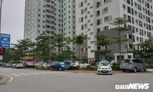 Giải tỏa bãi đỗ xe ở Linh Đàm và Kim Văn Kim Lũ - Ảnh 14