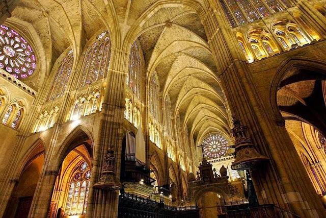Resultado de imagen de interior catedral de león