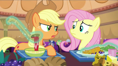 Applejack and Fluttershy get some food
