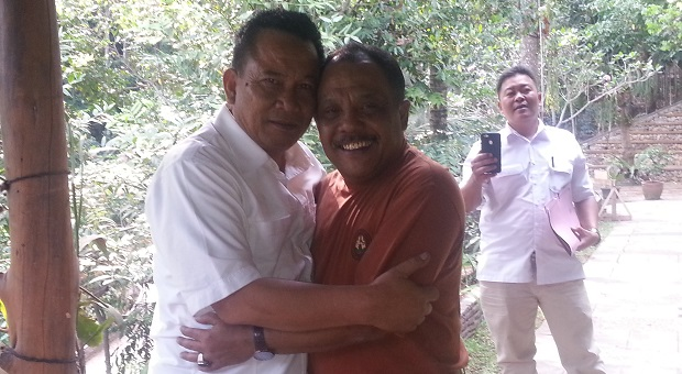 Taufik Hidayat-Eka Santosa Saling Tukar Pikiran di Pasir Impun