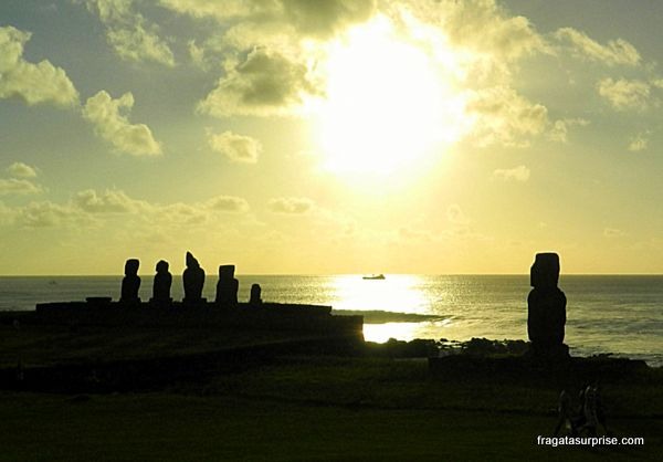 Pôr do sol no Ahu Tahai, Ilha de Páscoa