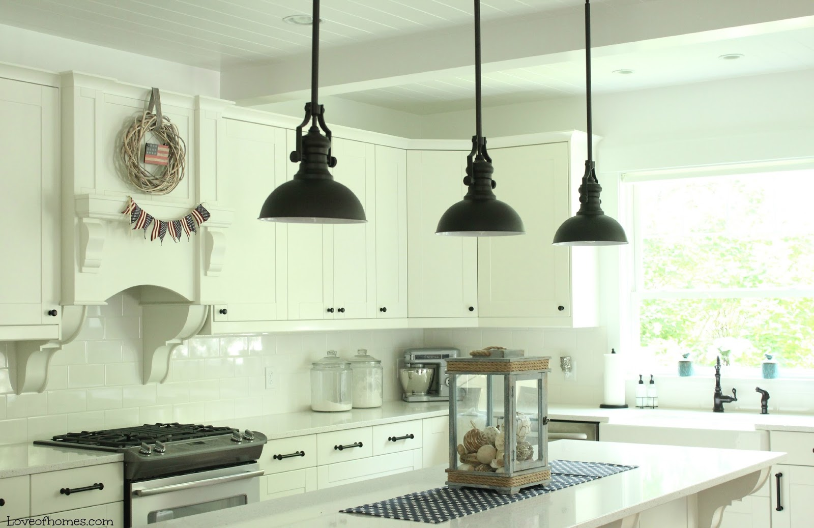 Patriotic kitchen - I Love Having A White Kitchen It Makes All Of The Decor Kind Of Pop