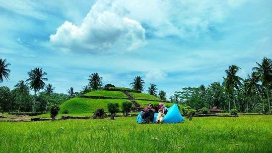 Punden Berundak Taman Purbakala Pugung Raharjo