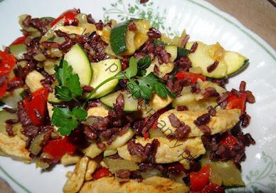 Filet z kurczaka z ryżem i warzywami