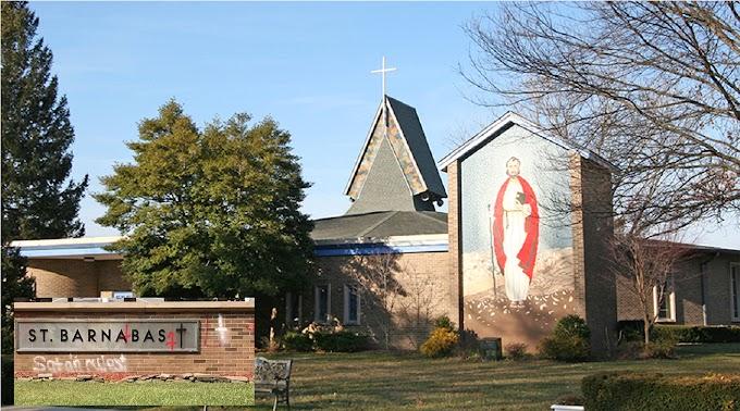 """""""Aquí manda el Diablo"""", mensaje escrito en grafiti en pared de iglesia San Barnabás en Nueva Jersey"""