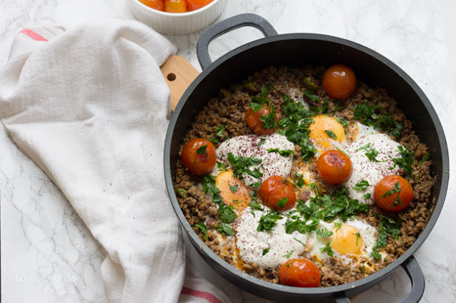 huevos-al-plato-con-cordero