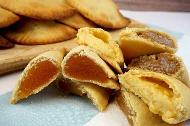 Probando robiols o empanadillas dulces de Mallorca
