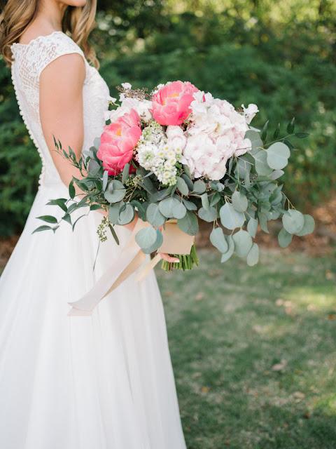 Bukiety ślubne z piwonii, dekoracje ślubne z piwonii, dekoracje weselne z piwonii, dekoracje z piwonii na ślub i wesele, kwiaty na ślub latem, kwiaty na ślub piwonie, piwonie na ślub i wesele