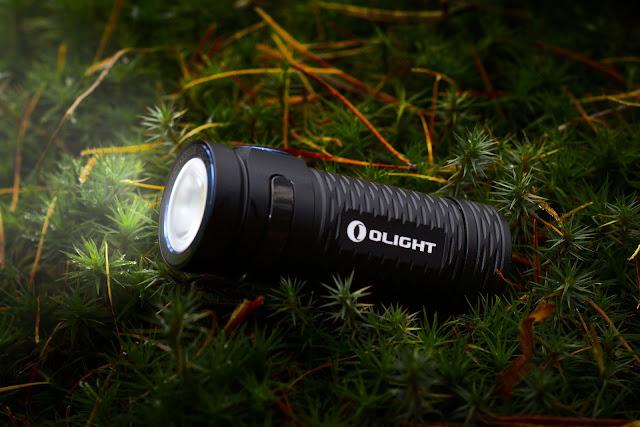 Olight S1 mini Baton na tle runa leśnego ;)