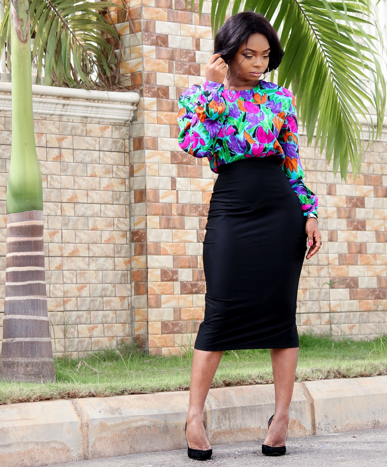 VINTAGE FLORAL - Vintage Floral Top from Vintage Closet and Black Pencil Skirt from Porshher with Boohoo Court Shoes