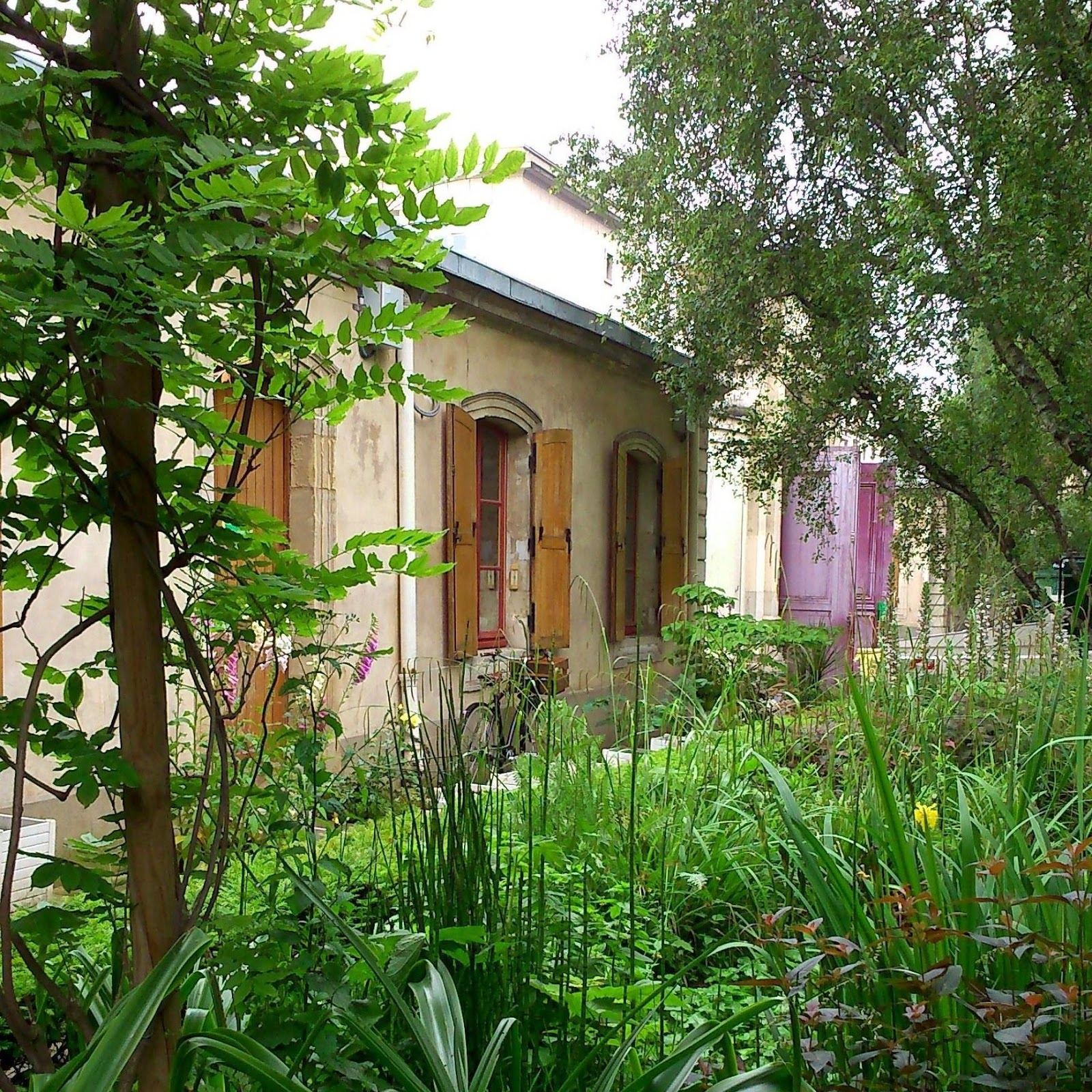 Le jardin Villemin un jardin de campagne entre gare et canal