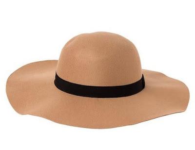 beżowy kapelusz