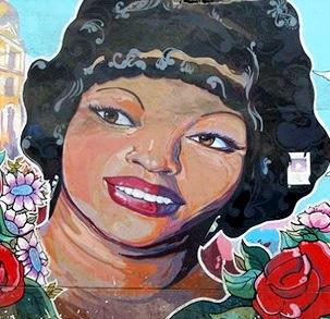 Foto al mural de Lucha Reyes a colores