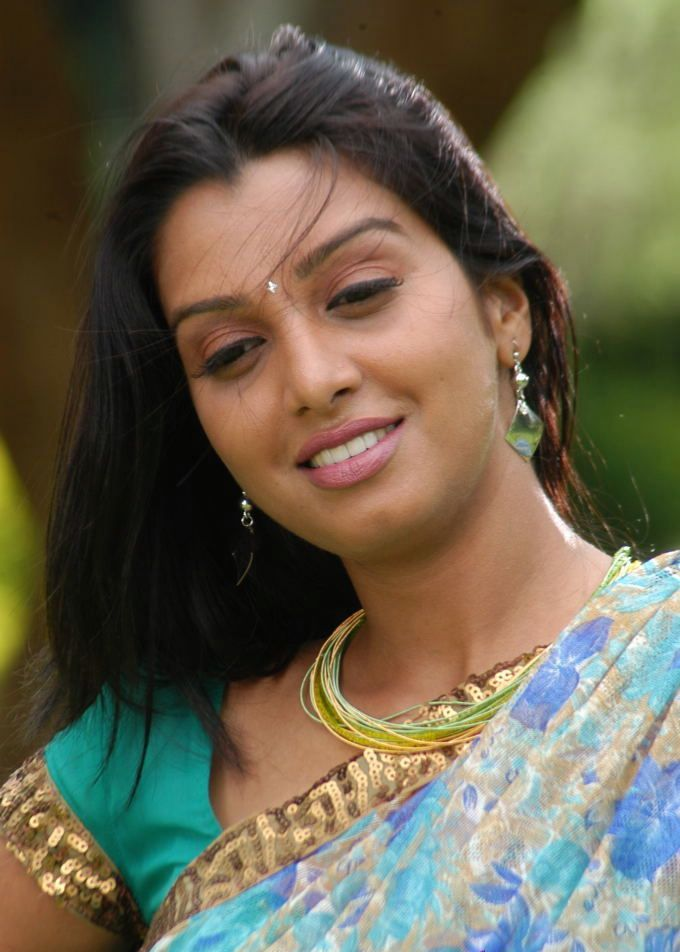 Manjulika Telugu Actress in Cute Saree Stills