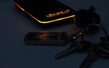 Wallpaper: Ubuntu device & keys