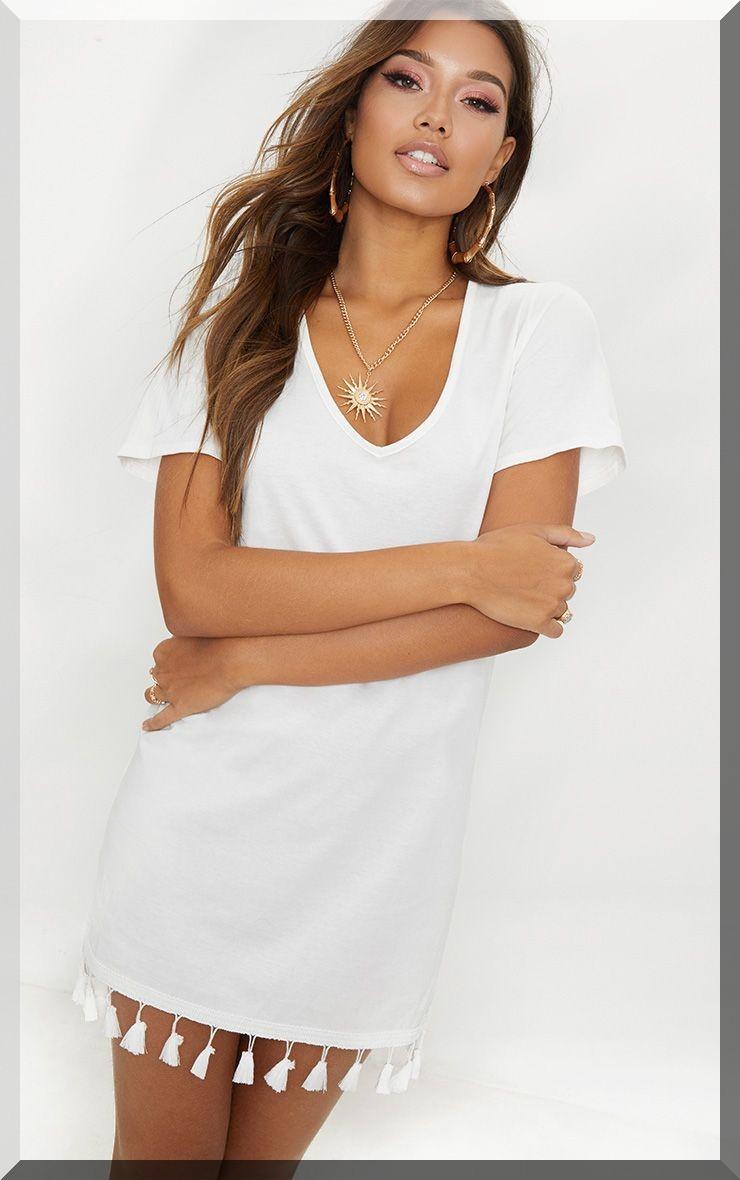 robe-tee-shirt-blanc-pompons-prettylittlething
