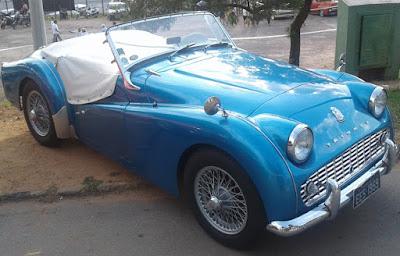 """Este Triumph TR3 de 1959 remete ao filme """"La Dolce Vita""""."""
