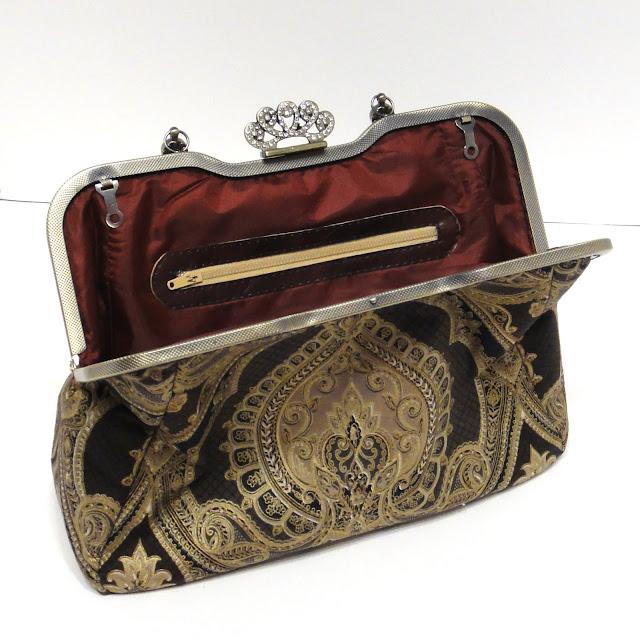 Черная сумка к вечернему платью с золотым орнаментом. Сумка на защелке, с фермуаром корона. Красивая сумка в подарок девушке