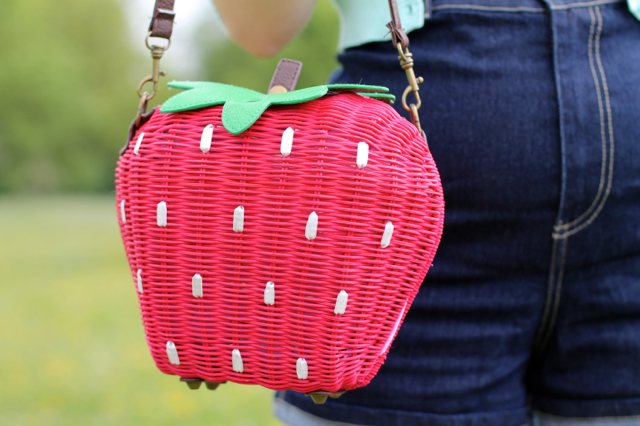 Collectif strawberry wicker bag