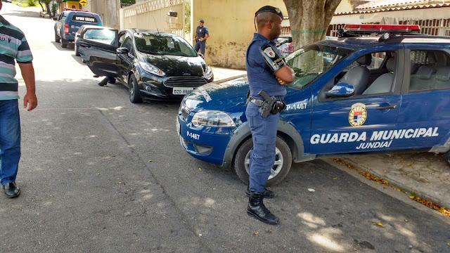 Apoio Tático e Canil da Guarda Municipal de Jundiaí localizam drogas e prendem dois no Jardim Paulista