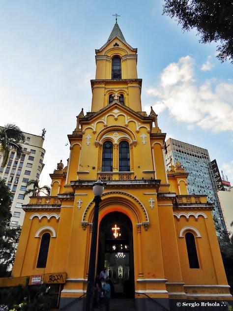 Vista frontal da fachada da Igreja Nossa Senhora do Rosário dos Homens Pretos - Largo Paissandú - Centro - São Paulo