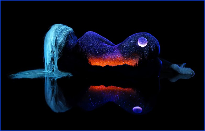 05-John-Poppleton-Black-Light-Bodyscapes-Body-Painting-www-designstack-co