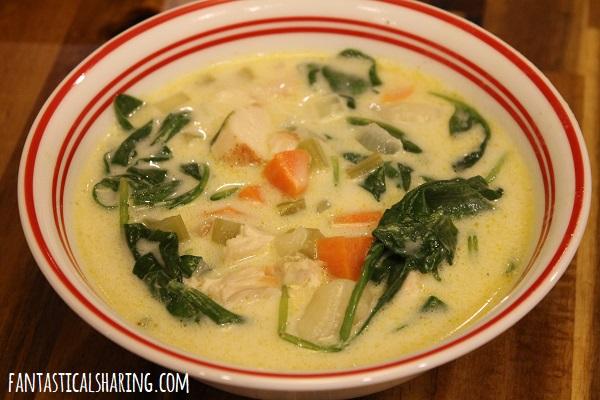 Copycat Olive Garden Chicken Gnocchi Soup #recipe #soup #chicken #copycat #olivegarden