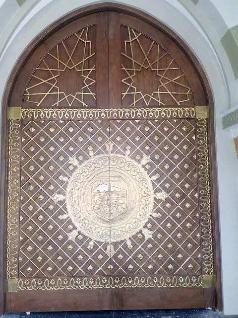 Piintu Jati Replika Masjid Nabawi