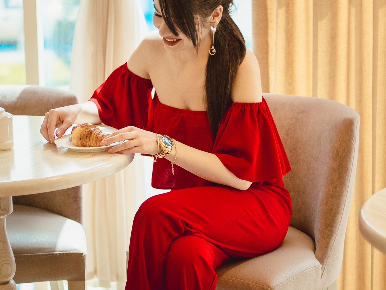 fashion blogger diyorasnotesdiyora beta red jumpsuit red heels