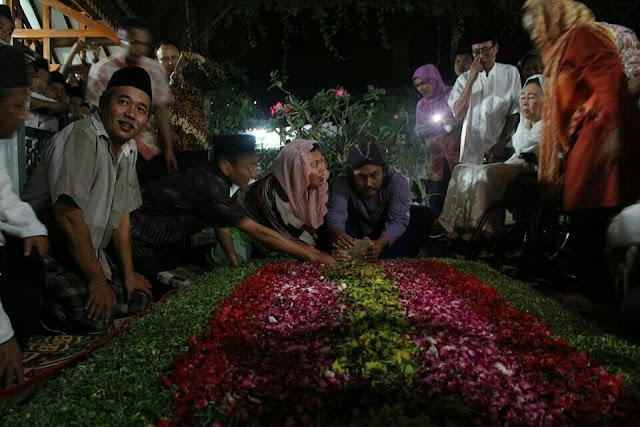 Prasasti Makam Gus Dur Resmi Dibuka untuk Publik