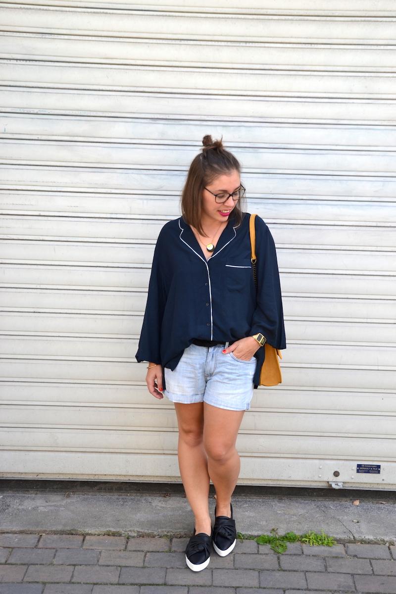chemisier pyjama H&m, short en jean H&M, tennis noeuds Mango, sac jaune moutarde zara