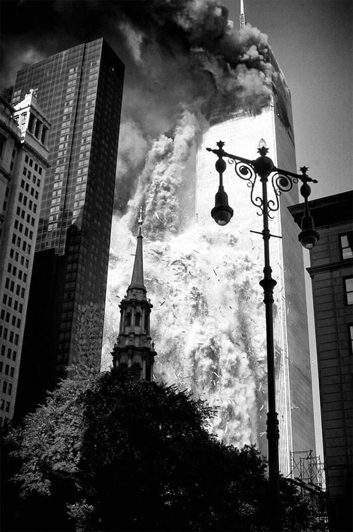 18 Rare Historical 9/11 Photos That You Most Possibly Haven't Seen Before - Penman Got As Close To The Buildings As He Could, Before Police Put Up A Cordon. But That Meant He Was Right Next To The Buildings When The First Tower Collapsed