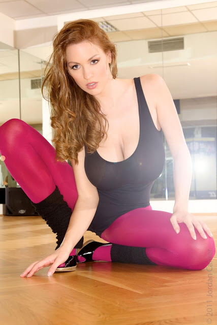 Jordan-Carver-Flash-Dance-Cute-and-sexy-Photoshoot-Image-9