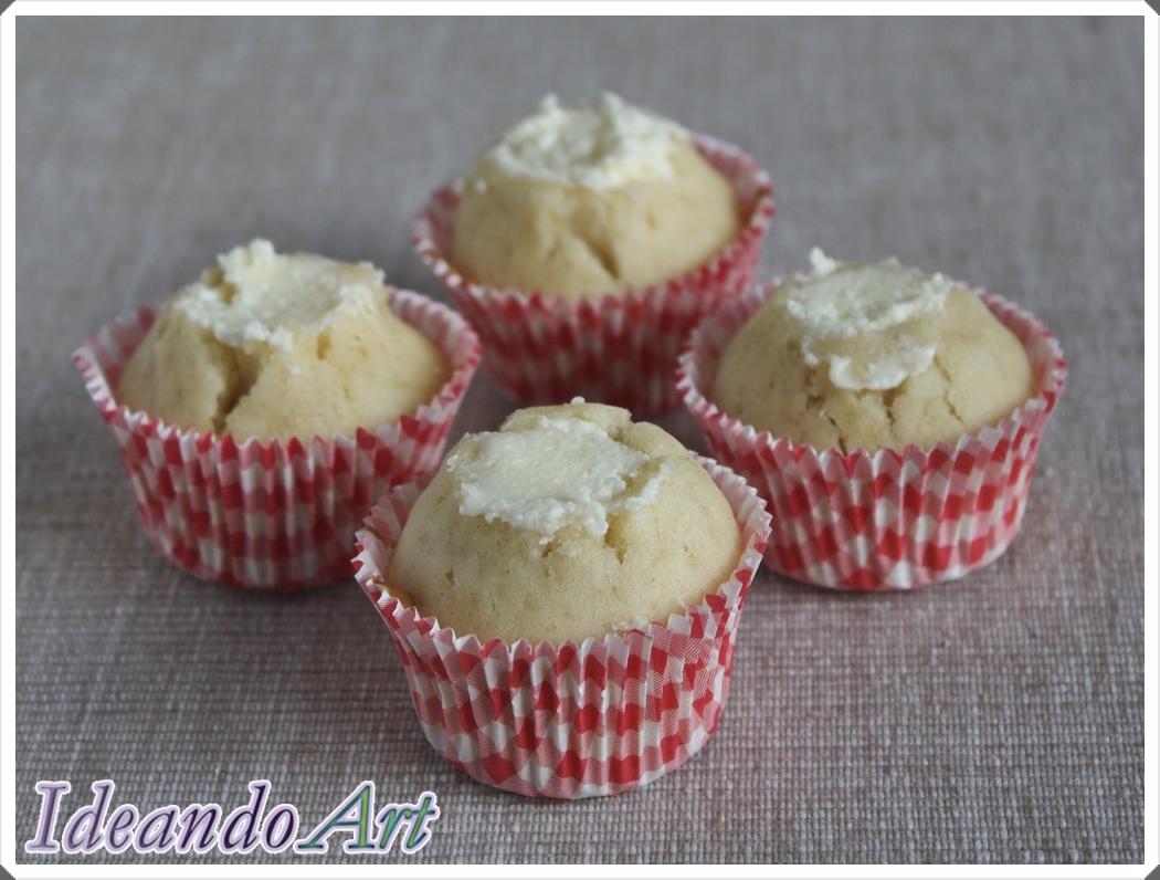 Mini cupcakes piña rellenos