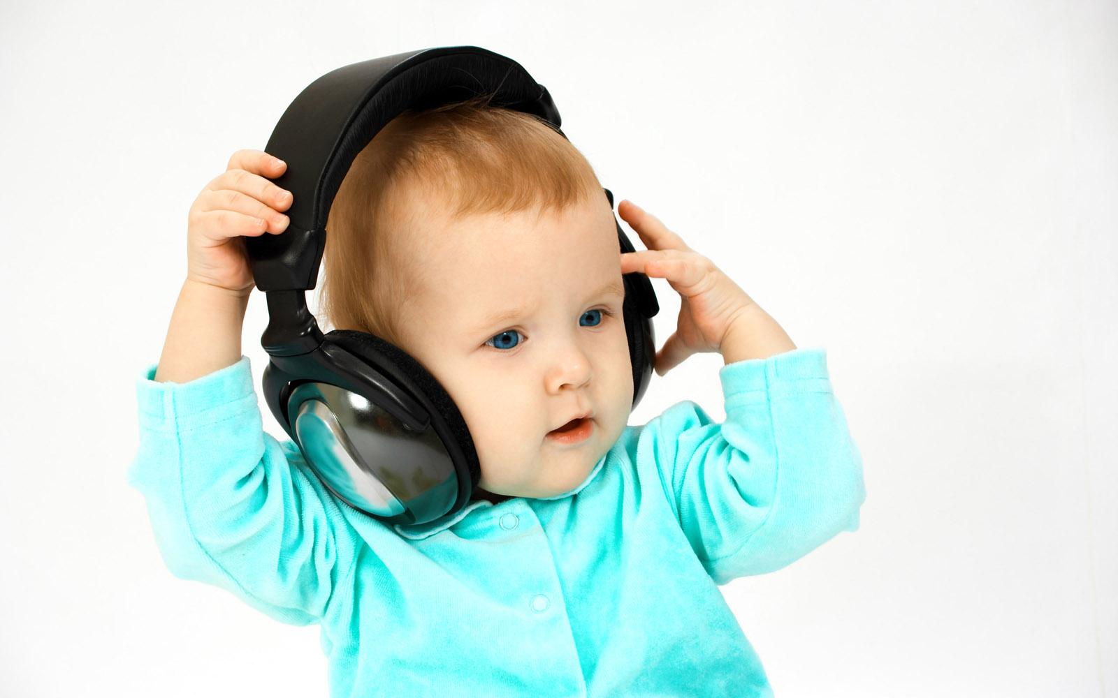 Foto Baby Listen Music