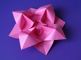 Origami Fiore bombato - Curved flower by Francesco Guarnieri