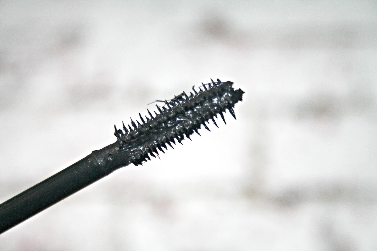 c7247fae65d I am quite set in my ways when it comes to a mascara, there are things I  like and there are things I don't. I have fairly long lashes and as such,  ...