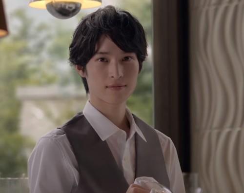 CM美男子研究所: グラスを拭きながら森高千里さんに見惚れる ...