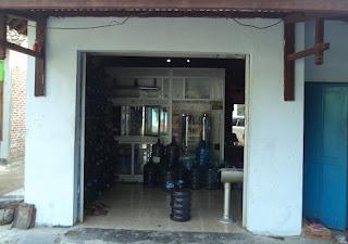http://mengerjakantugas.blogspot.co.id/2013/06/artikel-tentang-air-minum-dan-mesin-isi.html