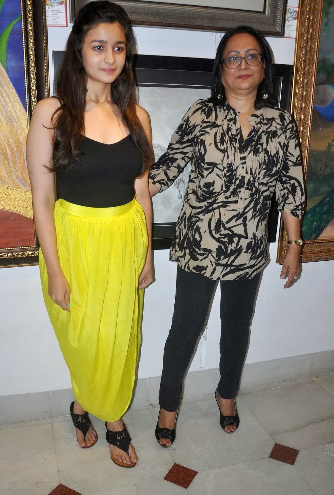 Bollywood Actress Alia Bhatt Sexy Upskirt And Legs Show Hd