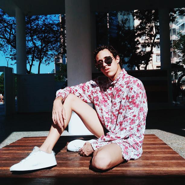 Camisa floral e tênis branco // LOOK DO DIA #41