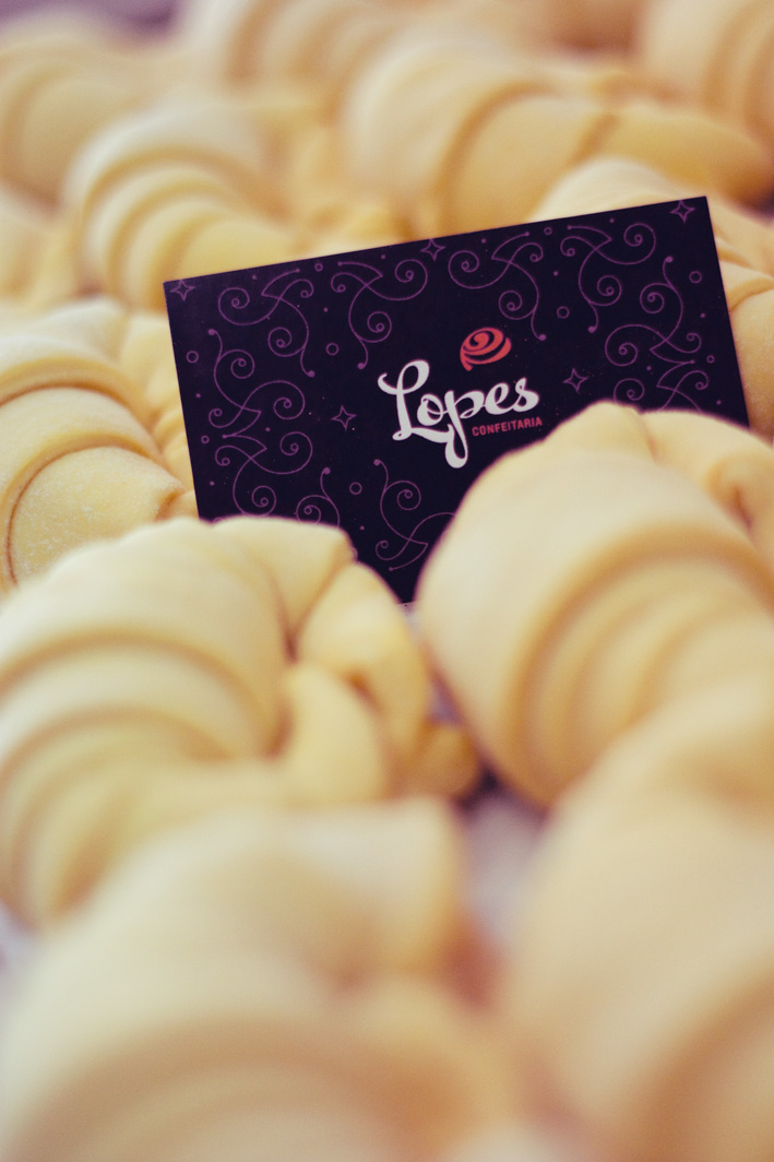 Confeitaria Lopes identity by Gen Design Studio business card bakery croissants