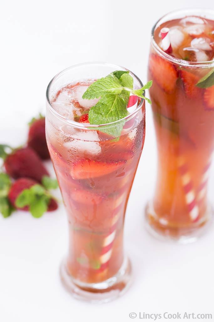 Iced strawberry tea